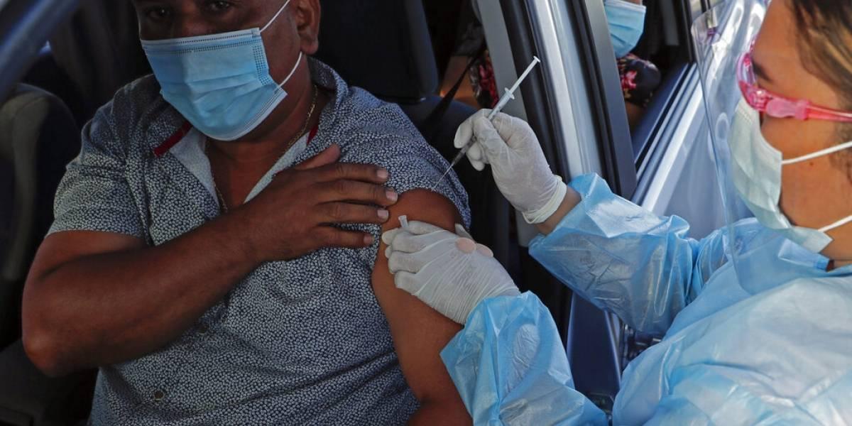 Panamá comienza a vacunar con AstraZeneca a voluntarios