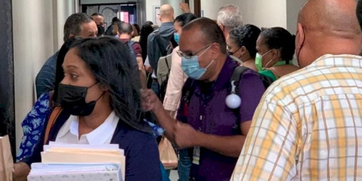 Denuncian aglomeración de empleados en el Departamento del Trabajo en Hato Rey