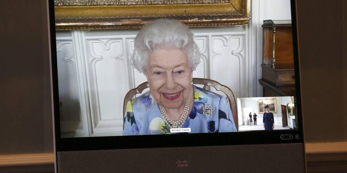 Reina Isabel vuelve a sus compromisos públicos