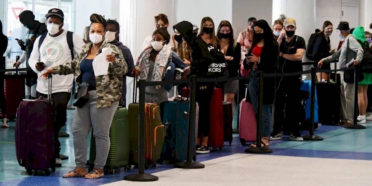 CDC mantiene a Puerto Rico en alto riesgo de COVID para viajar