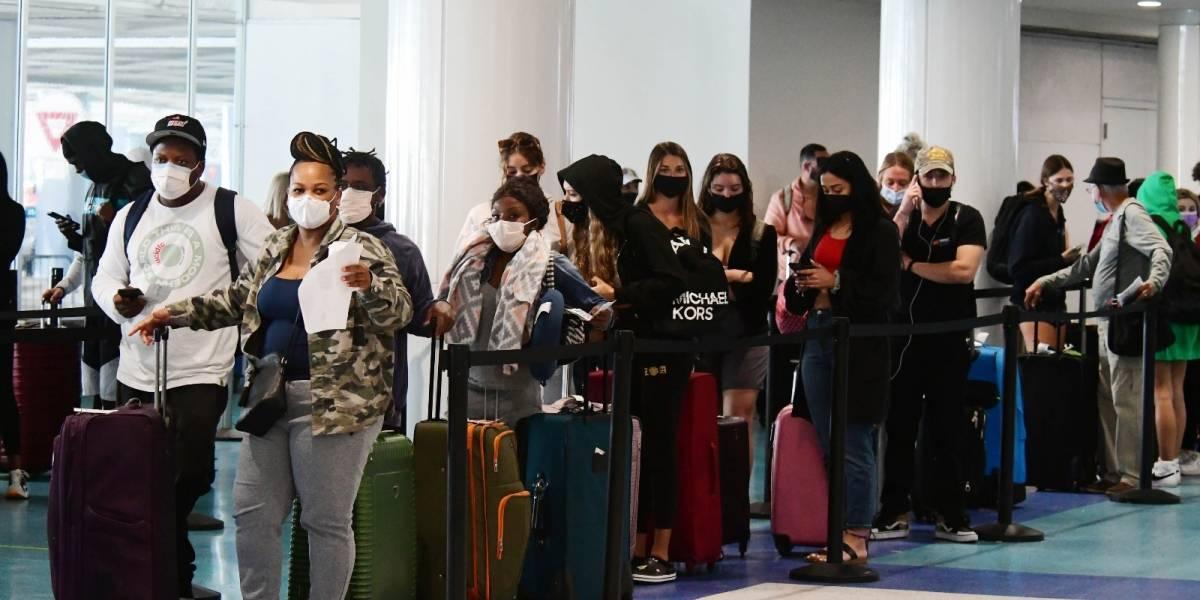 Multan a casi 500 viajeros por no traer prueba molecular negativa