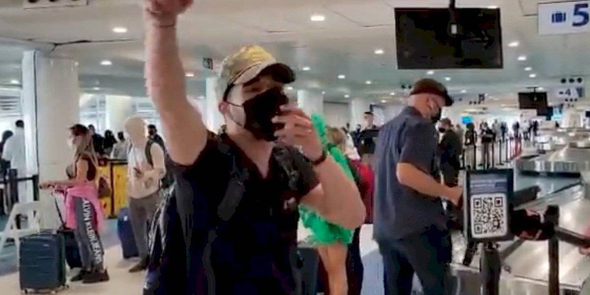 Turista se altera con la prensa en el aeropuerto Luis Muñoz Marín