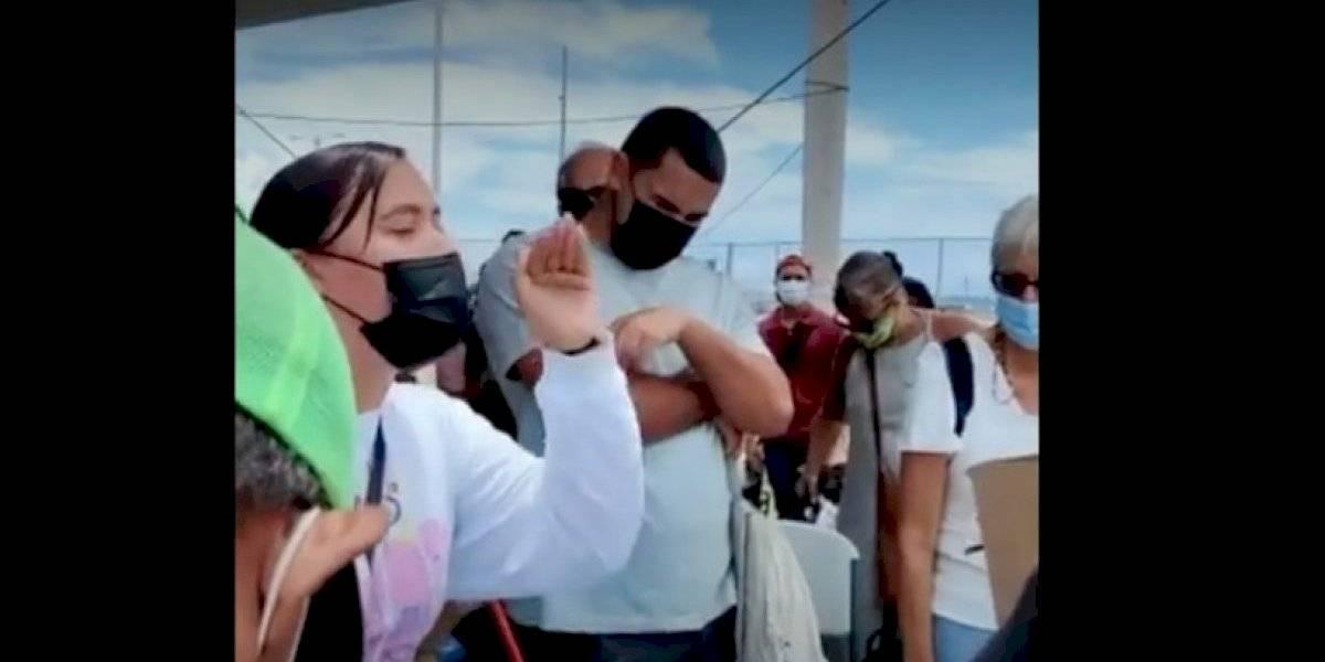 Viequenses reclaman que no los dejan abordar embarcaciones cuando van llenos de compra y con menores