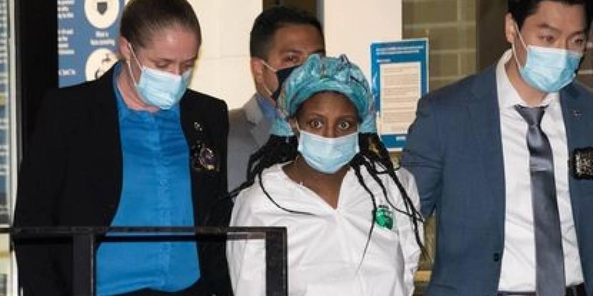 Conmoción por madre en Nueva York que envenenó a sus dos hijos y los puso en agua hirviendo