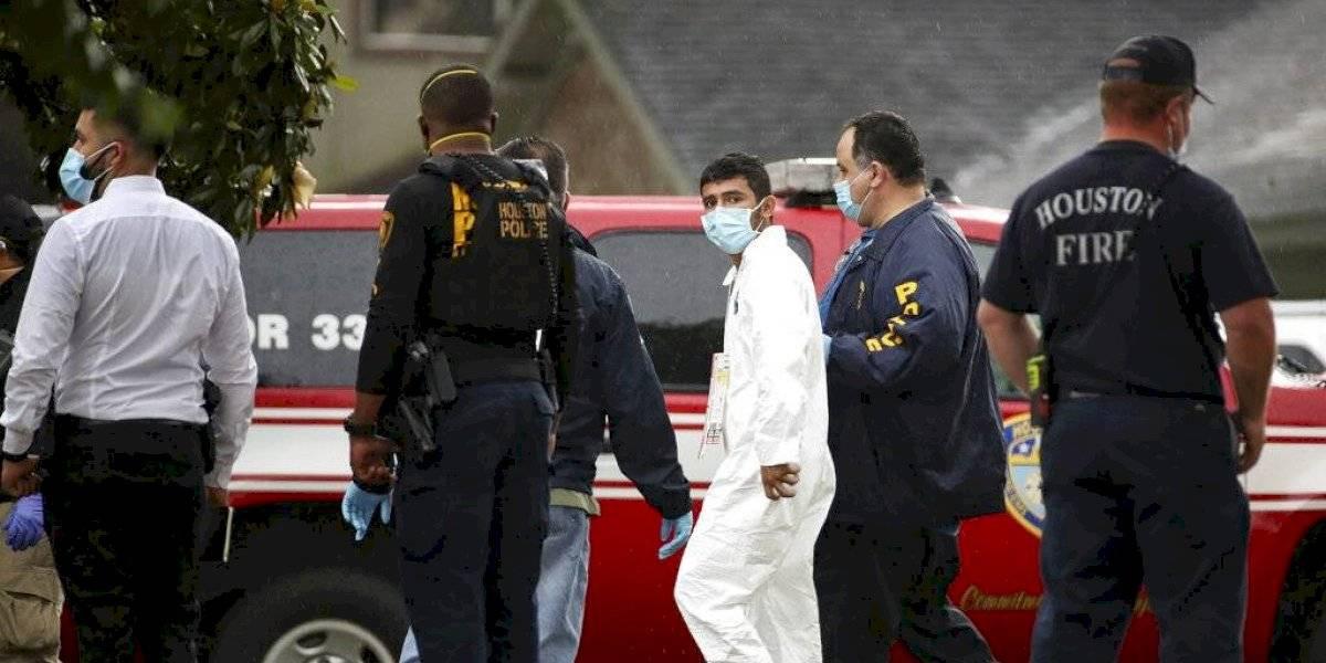 Encuentran a más de 90 personas en una casa de Houston