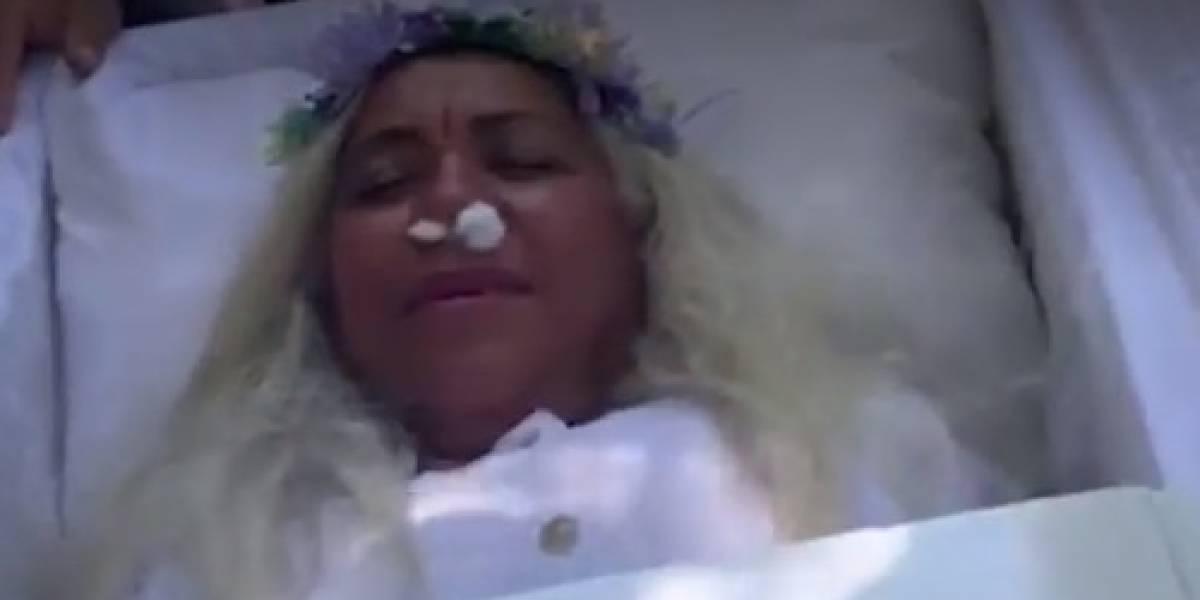 """Mujer dominicana finge su muerte para """"ver como sería su funeral"""""""