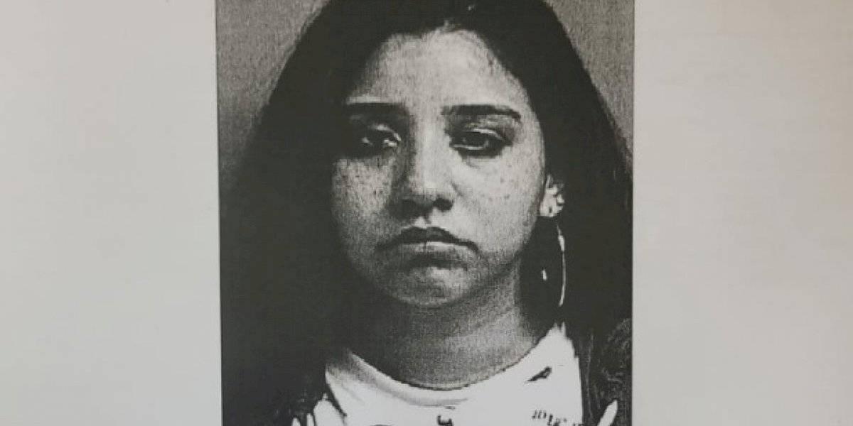 Arrestan mujer por robar dos carros en Juncos y mandarlos a aplastar