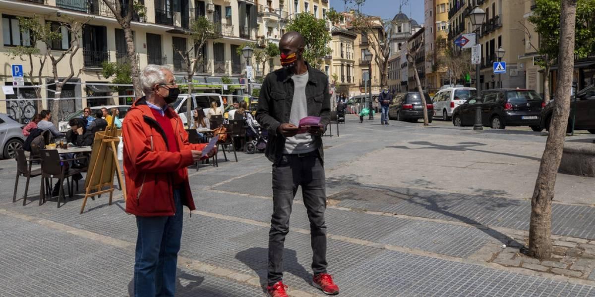 Un candidato negro desafía la política tradicional en España