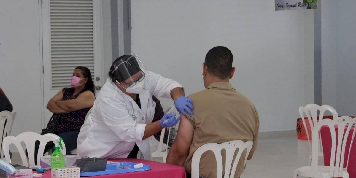 Ceiba impacta sobre 300 personas en tercera vacunación masiva