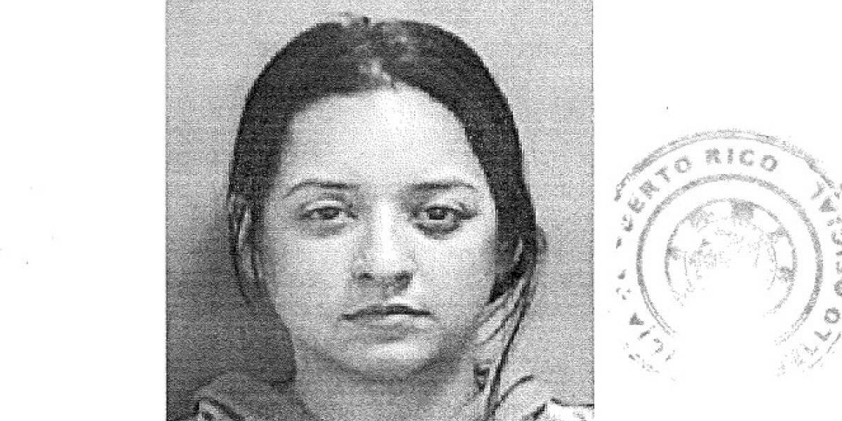 Radican cargos de violencia doméstica contra mujer que agredió a su pareja con una silla