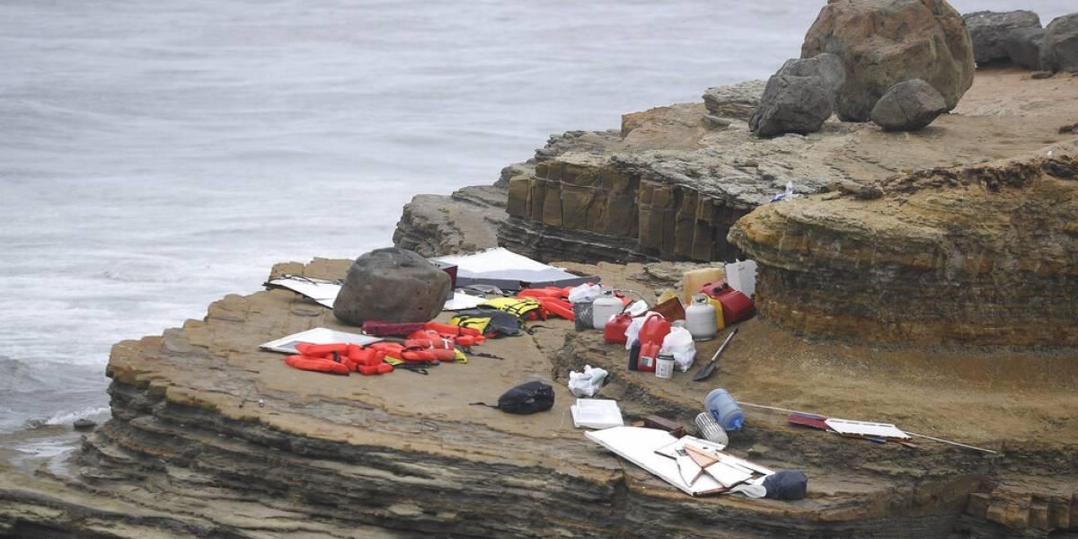 Dos marinos ayudan a rescatar migrantes tras naufragio en California