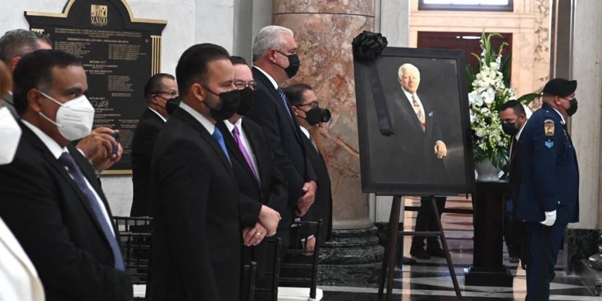 Penepés y populares destacan la intensidad y entrega de Romero Barceló durante homenaje legislativo