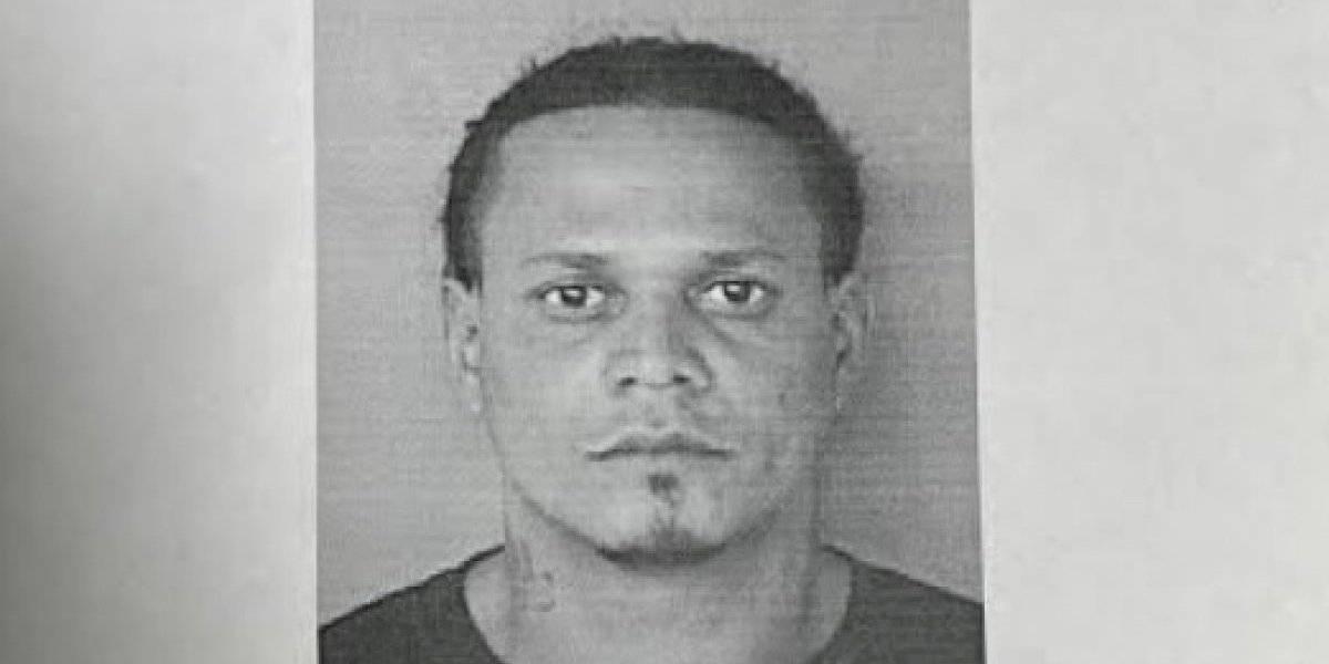 Presentan cargos contra hombre por maltratar a su hijastro y amenazar a la madre