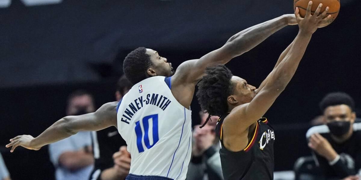 Mavericks superan a Cavaliers pese a expulsión de Doncic