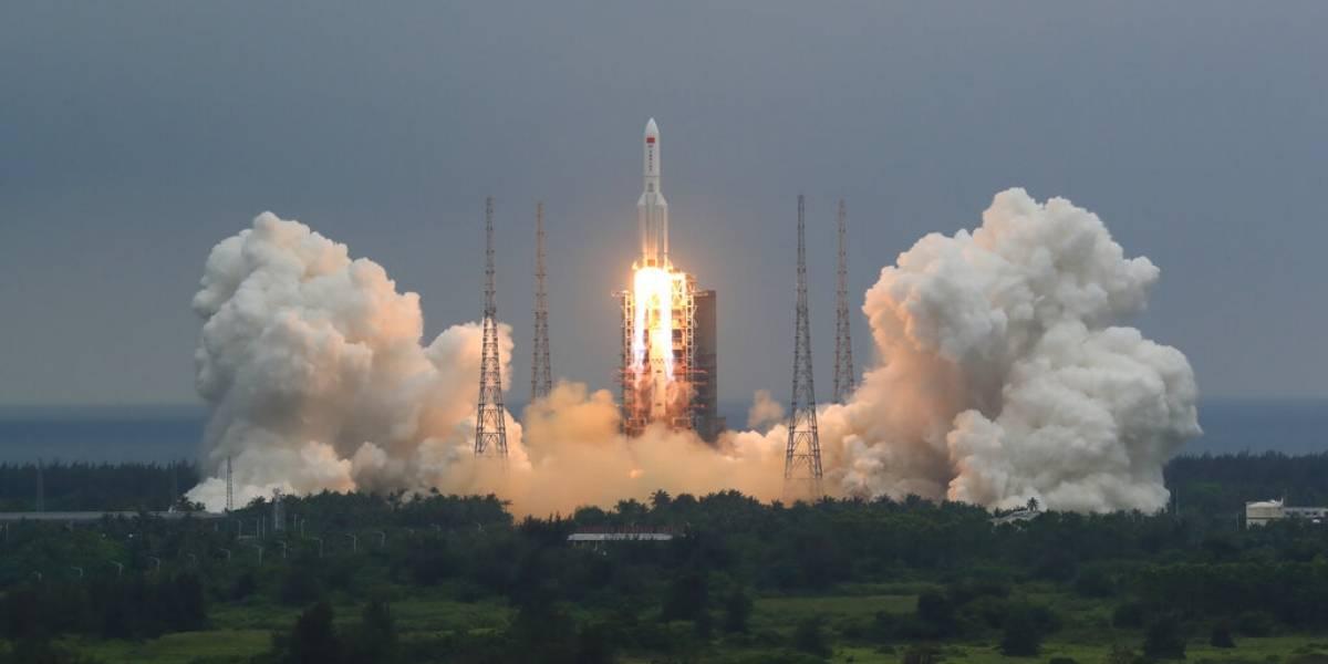 Video: Así fue la caída del cohete chino; la mayor parte ardió en la reentrada