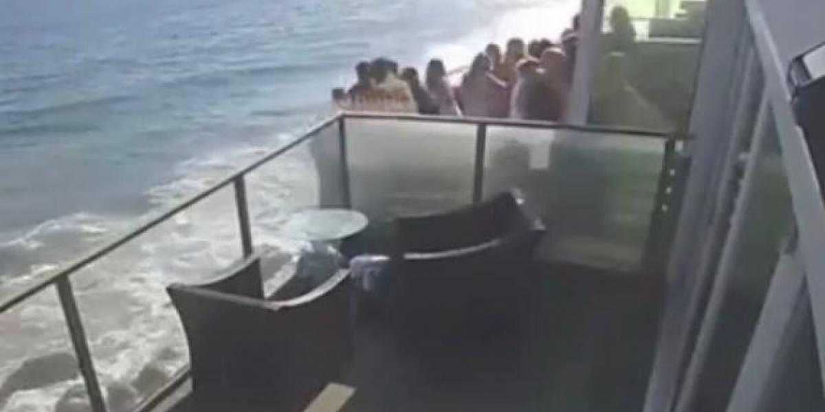 Al menos nueve heridos tras colapso de balcón en California