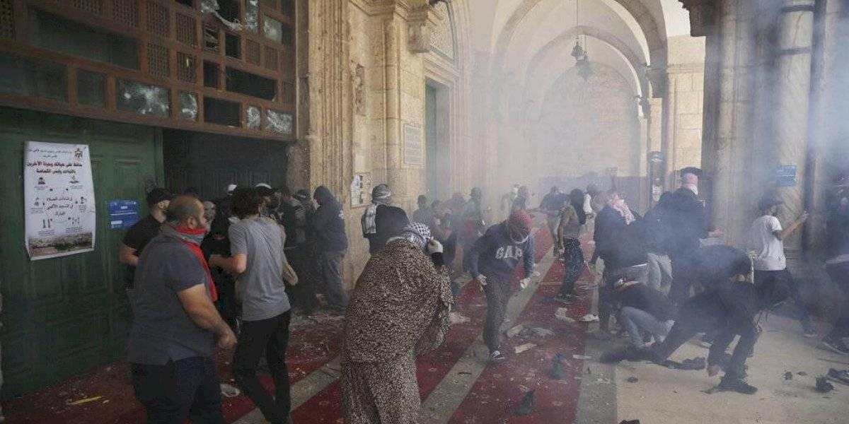 Más de 300 palestinos heridos en choques en Jerusalén