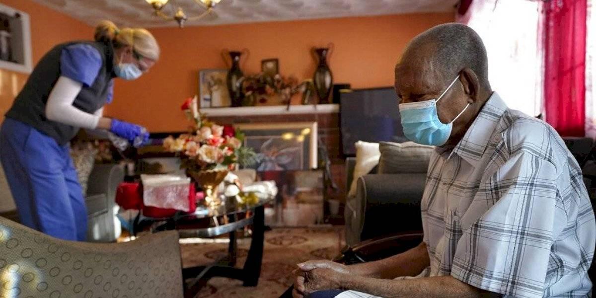 Programa Medicare exige a hogares para adultos mayores reportar tasas de vacunación