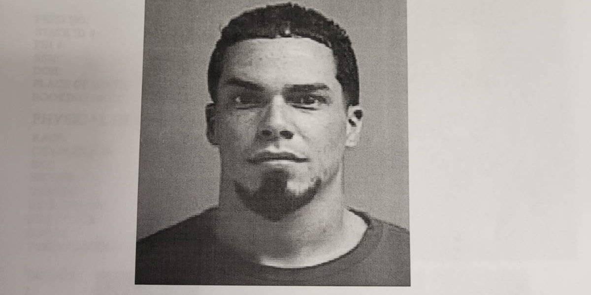 Arrestan a hombre por empujar a su pareja en estacionamiento de Caguas
