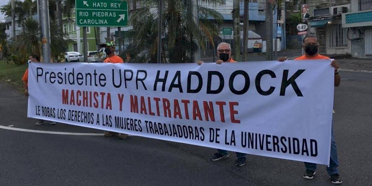 Denuncian posible eliminación de beneficios para trabajadoras de la UPR