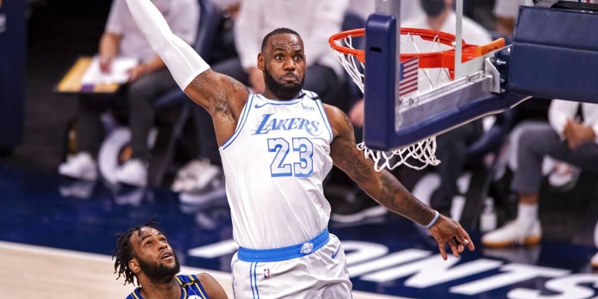 James regresa y ayuda en el triunfo de Lakers ante Pacers