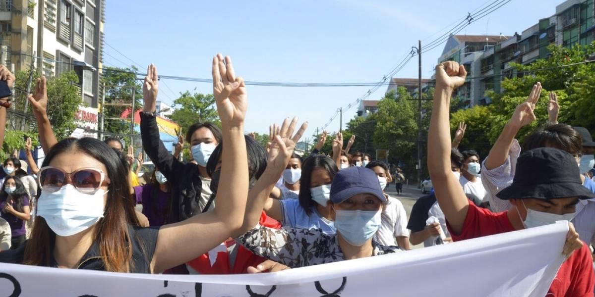 Régimen militar ataca localidad en el oeste de Myanmar