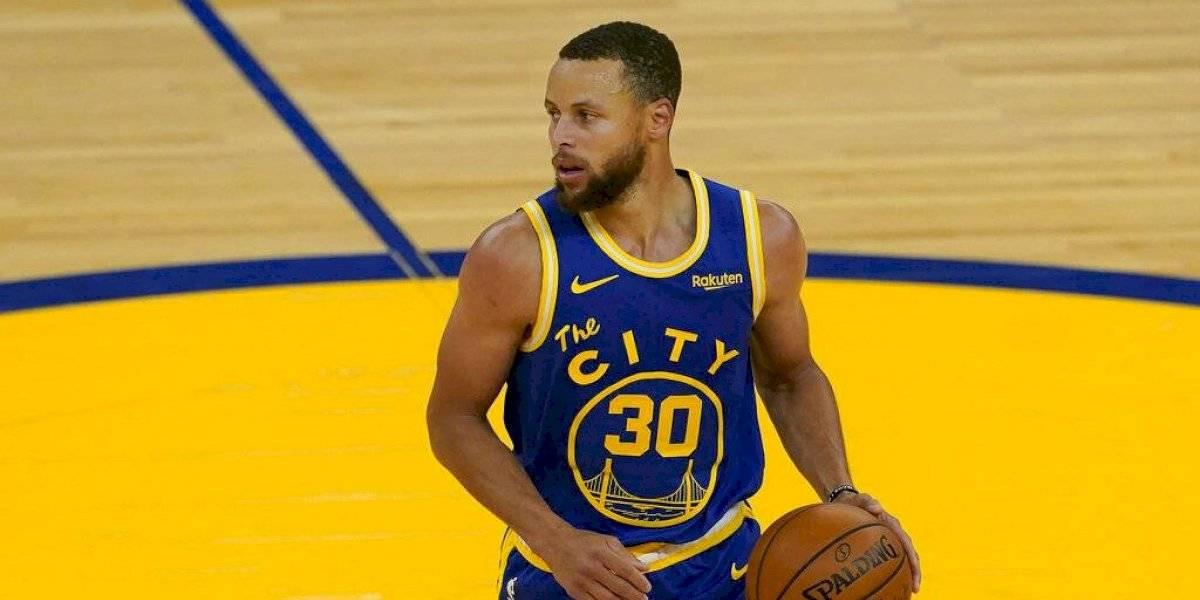Regresa rivalidad James vs. Curry; buscan boleto a playoffs