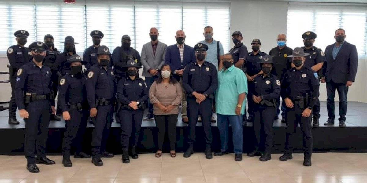 Alcalde de Fajardo anuncia aumento de salario a policías municipales