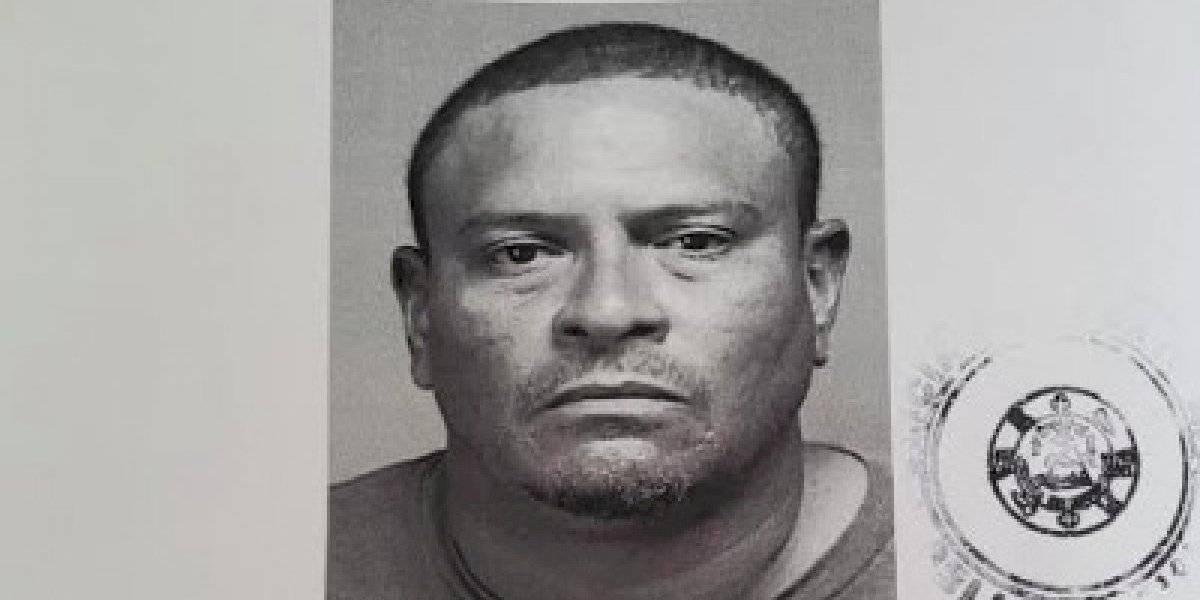 150 mil de fianza a hombre que amenazó con machete a su pareja
