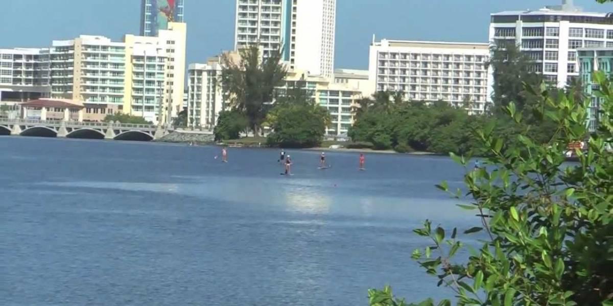 Menores de edad se lanzan a laguna de Condado intentando escapar de la Policía
