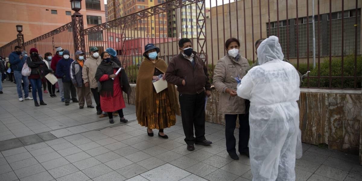 Nueva ola de COVID golpea a Bolivia y obliga restricciones