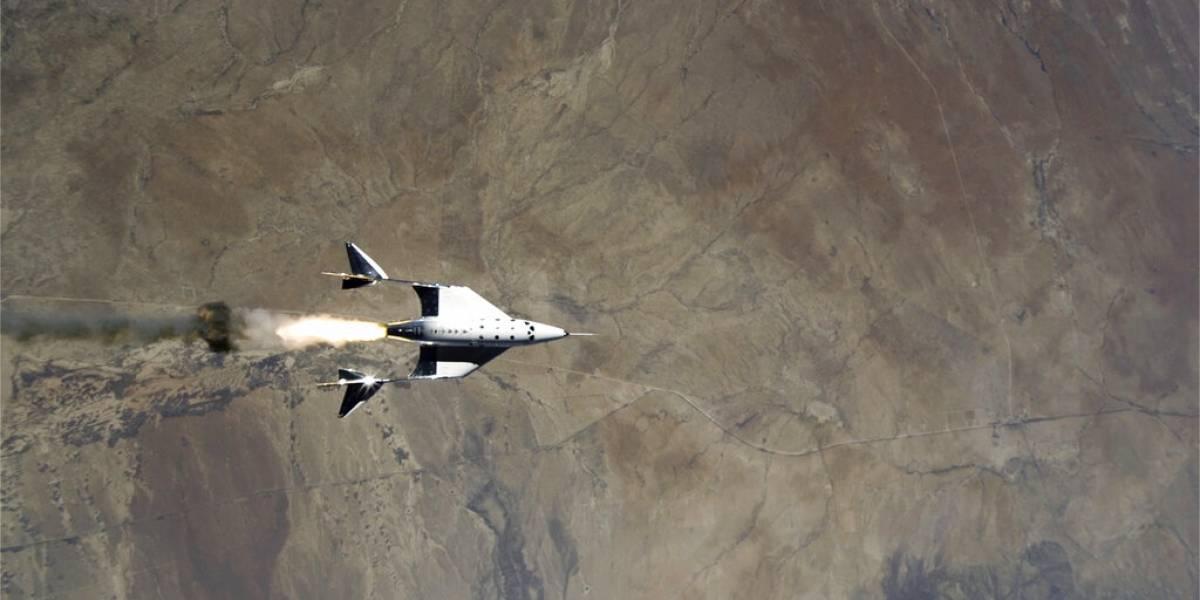 Nave tripulada de Virgin Galactic hace vuelo de prueba