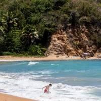 Hombre muere ahogado en playa Jobos en Isabela