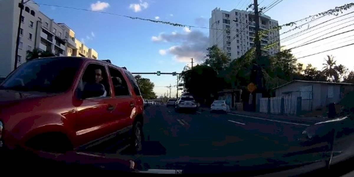 Video: Hombre conduce contra el tráfico y se torna violento en Guaynabo