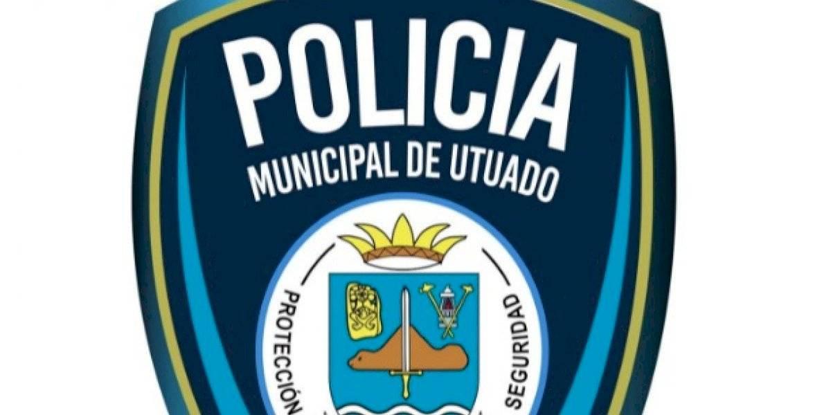 Tras 12 años los policías municipales de Utuado reciben uniformes