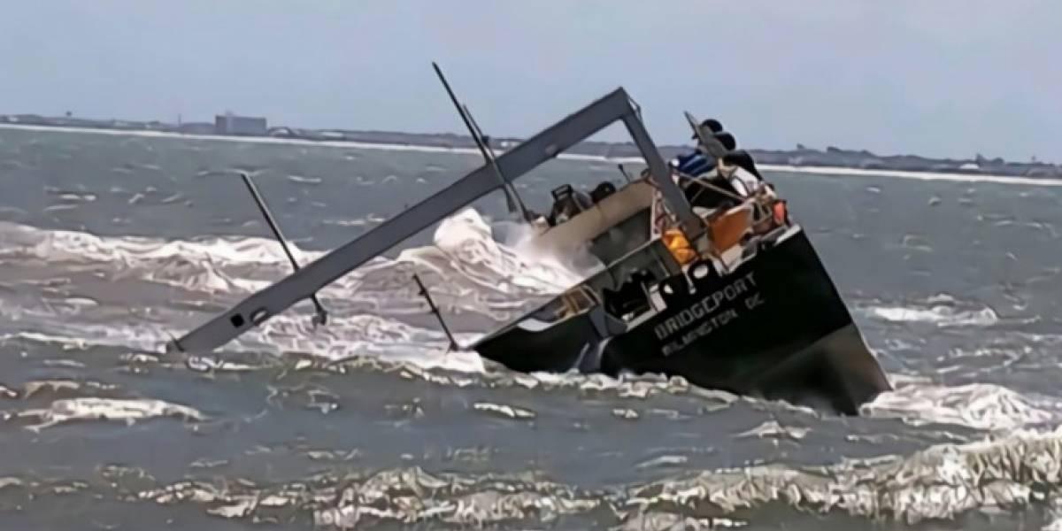 Se vuelca barcaza con cenizas de AES en Florida