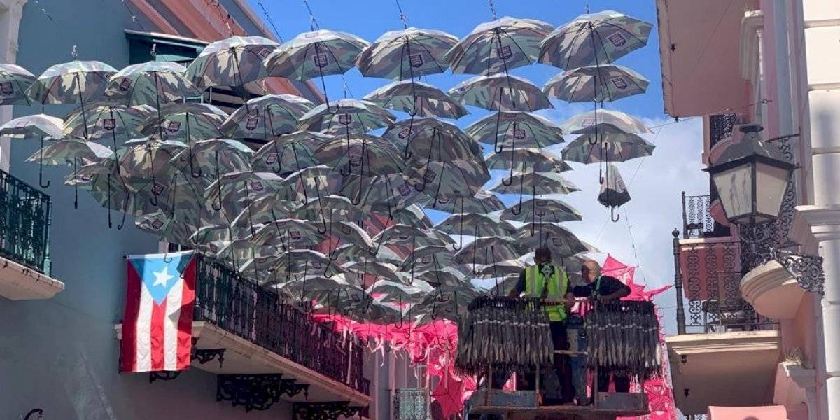 Regresan sombrillas a la calle Fortaleza en honor a veteranos