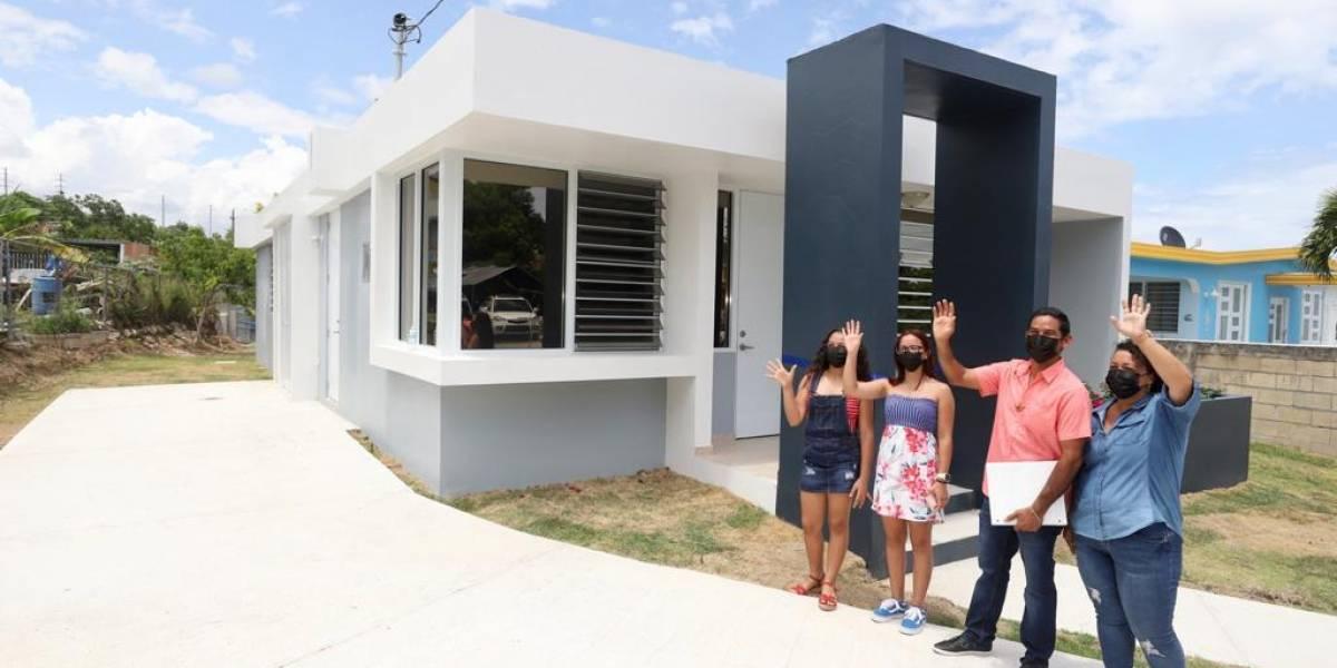 Entregan nuevo hogar a familia ponceña afectada por el huracán María