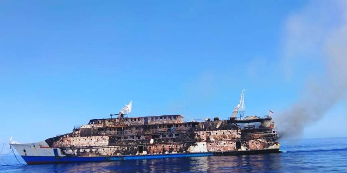 Se incendia ferry indonesio en el mar