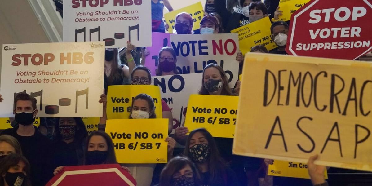 Senado de Texas aprueba ley con restricciones electorales