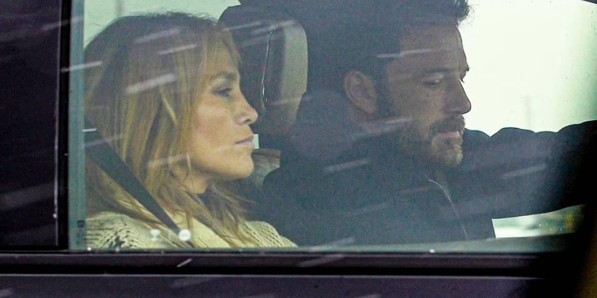 Captan a JLo y Ben Affleck en paseo romántico en los Hamptons durante el 4 de julio