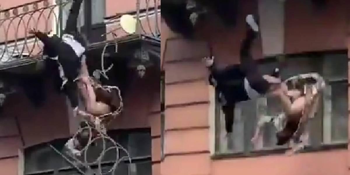 Video: Pareja cae desde un balcón tras protagonizar una pelea en Rusia