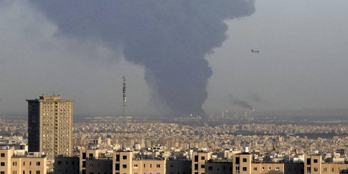 Estalla enorme incendio en importante refinería en Irán