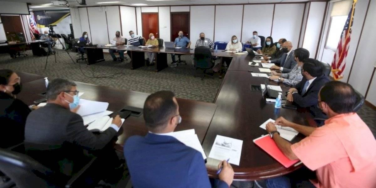 Celebran cumbre para atender problema de agua potable en comunidades rurales de Ponce