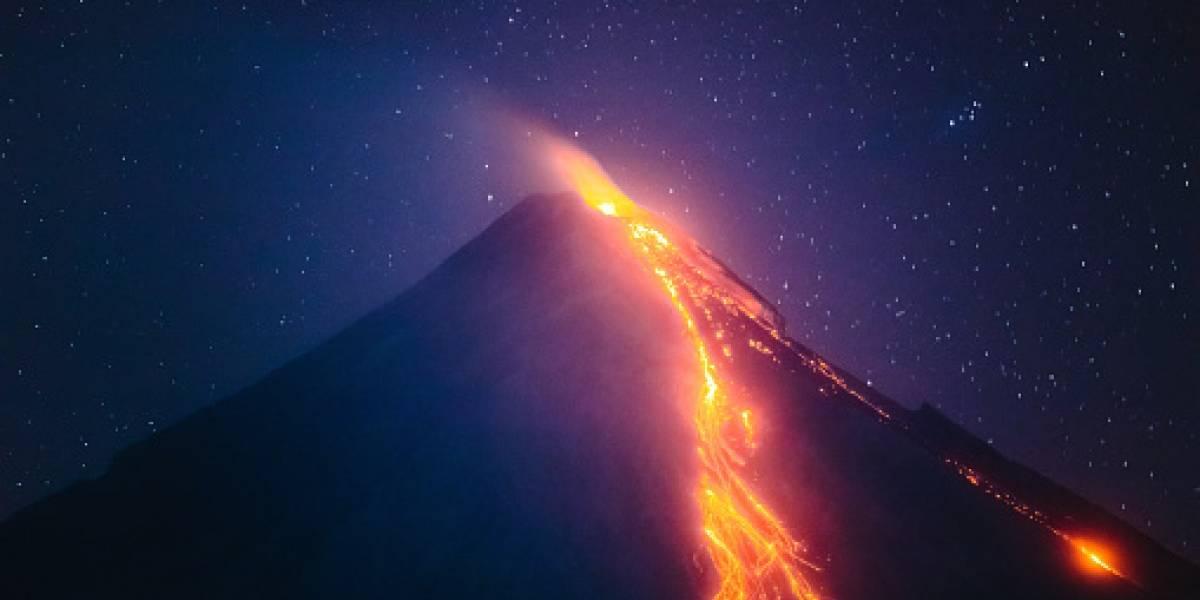 ¡Impactante! Fotógrafo captura la caída de un meteorito en volcán