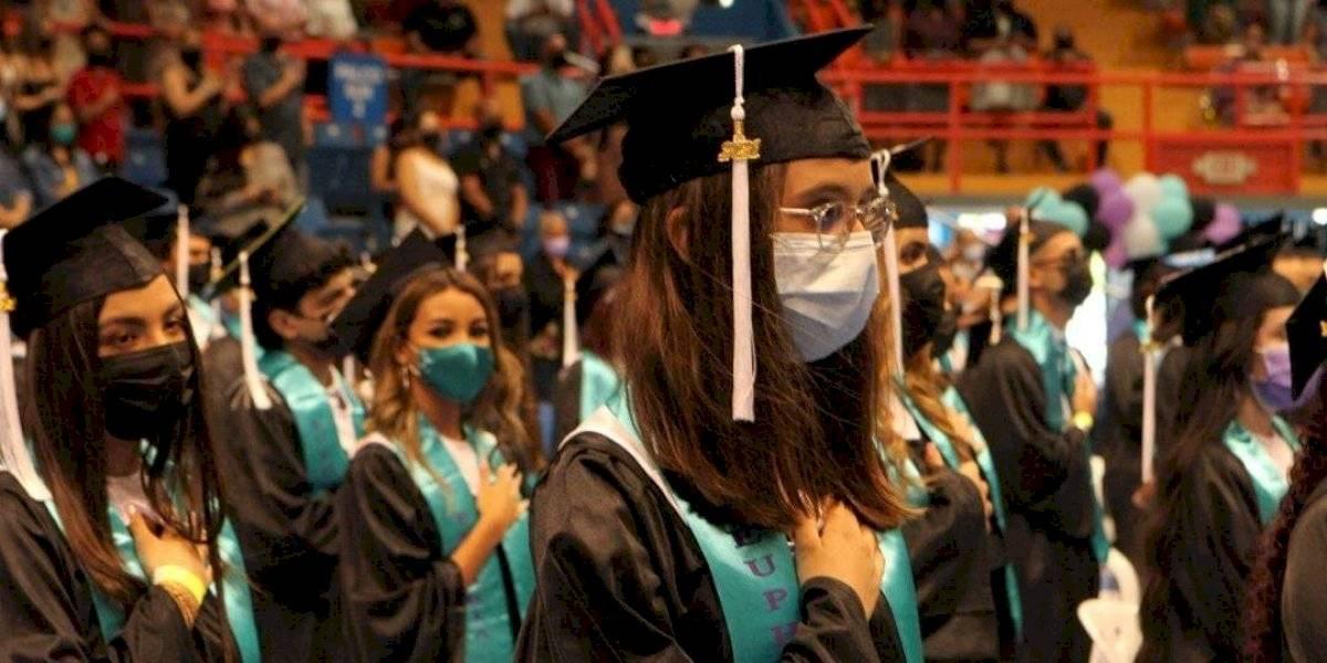 Negativa de directora escolar no impidió que estudiantes en Fajardo tuvieran su graduación presencial