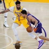 Jugador de ascendencia boricua y los Suns eliminan a los Lakers en los