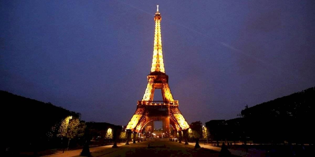 Francia abre puertas a turistas vacunados de algunos países