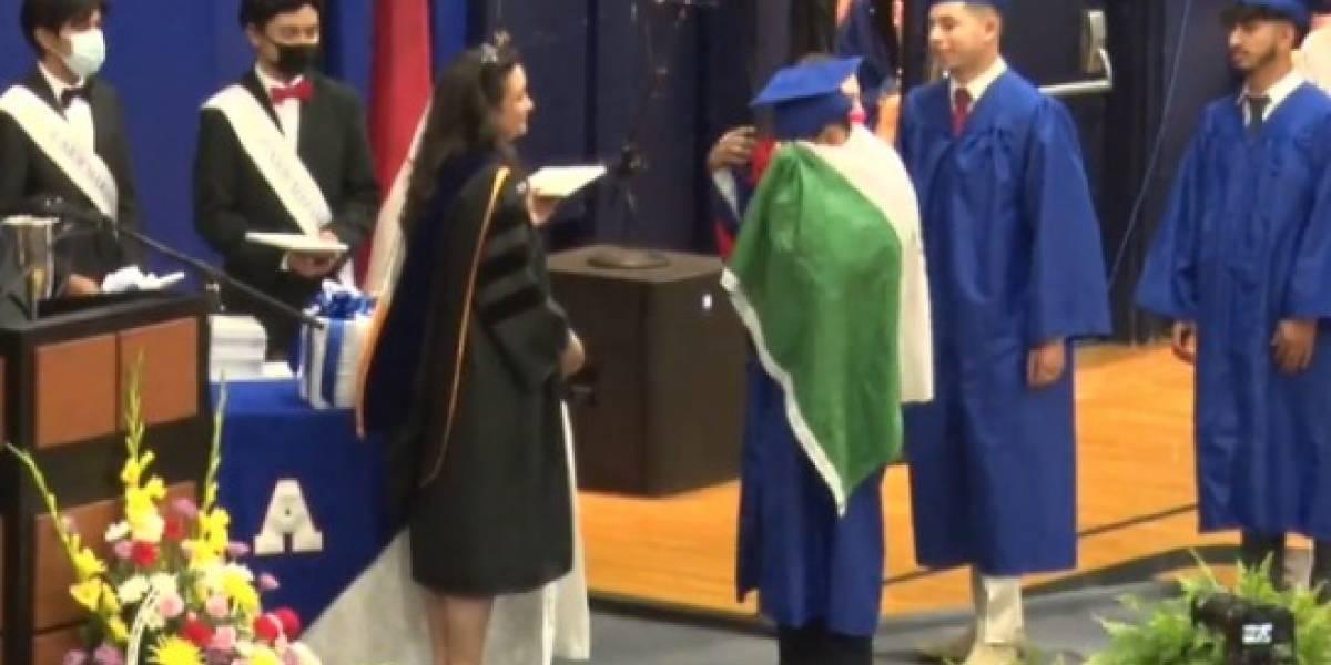Niegan diploma a alumno en Estados Unidos por portar bandera mexicana