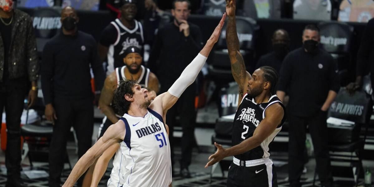 Clippers liquidan a Mavericks y avanzan a 2da ronda